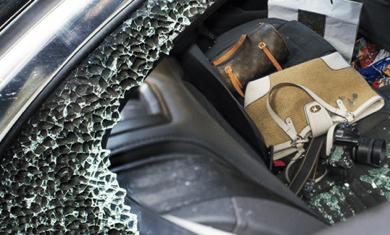 จอดรถทิ้งไว้ในซอย รถโดนทุบกระจก ประกันจ่ายไหม