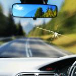 หินกระเด็นใส่กระจกรถเป็นรอยร้าว ทำประกันชั้น 1 เคลมได้มั้ย?